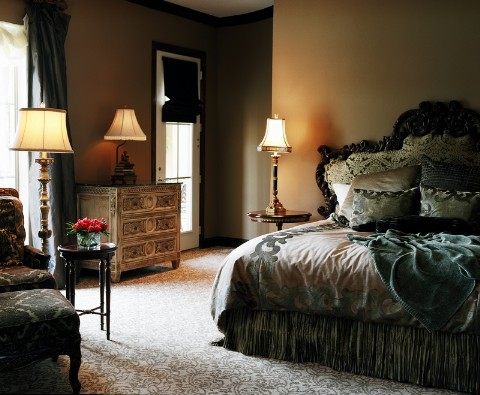 traditional-oppulent-bedroom