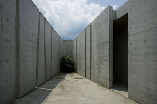 wall design of the slit house